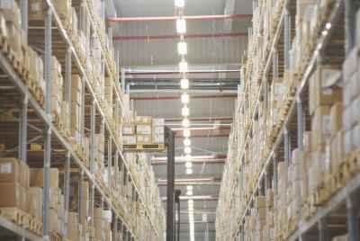 Огромный склад в 40 минутах от Барселоны